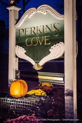 057 Ogunquit Halloween - Perkins Cov Sign With Pumpkin